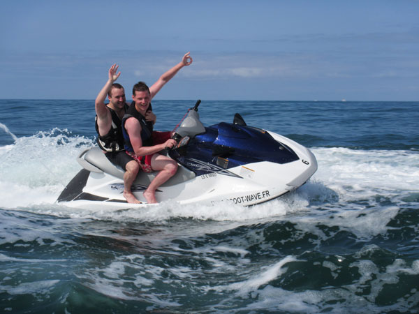 scoot-wave-jet-ski-les-sables-dolonne.jpg