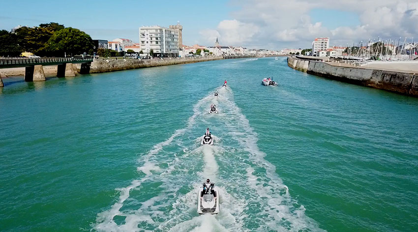 jet-ski-les-sables-scoot-wave